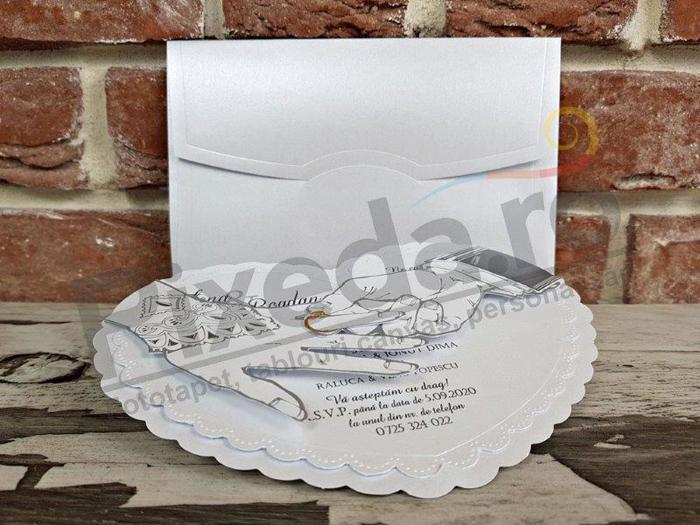 Imagine Invitatii nunta 5364 model inimă și mâinile mirilor