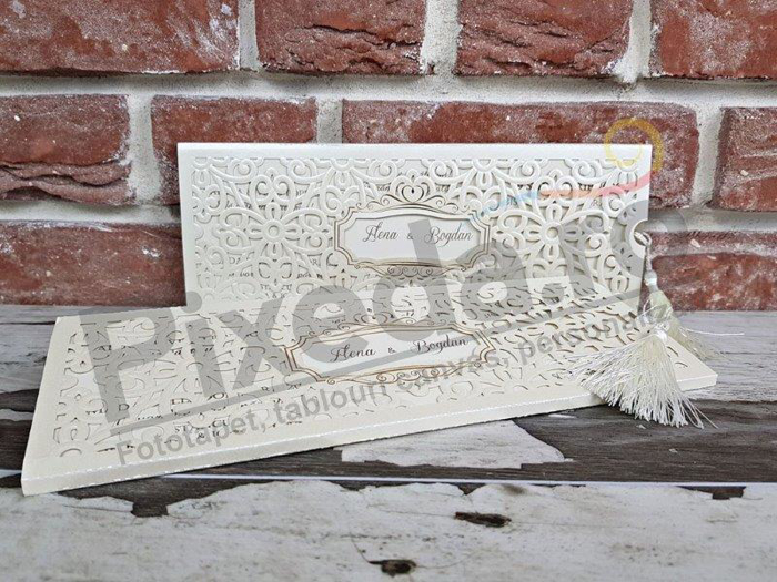 Imagine Invitatii nunta 5572 decupaj elegant dantelă crem