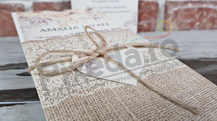 Imagine Invitatii nunta 5603 țesătură tradițională și inimioară