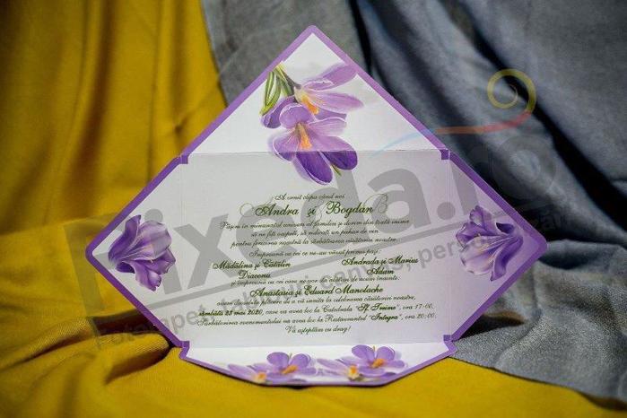 Imagine Invitatii nunta 220 plic mov și flori de iris