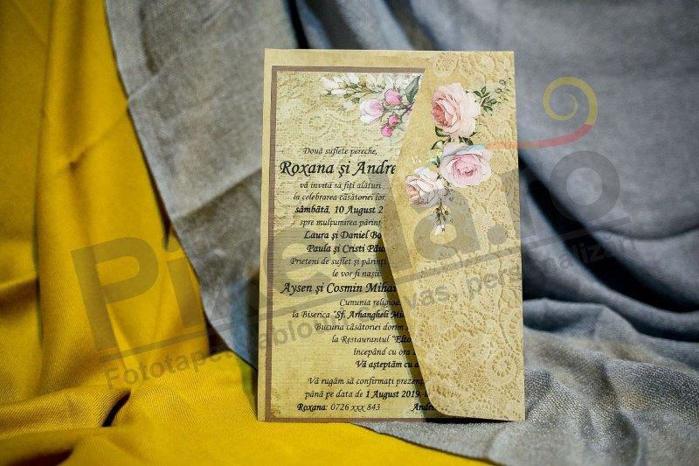 Imagine Invitatii nunta 985 model dantelă și trandafiri