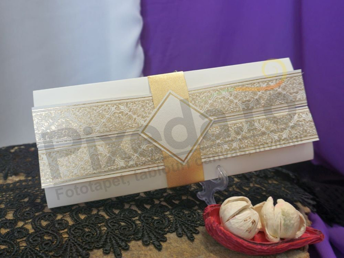 Imagine Invitatii nunta 20410 design baroc auriu